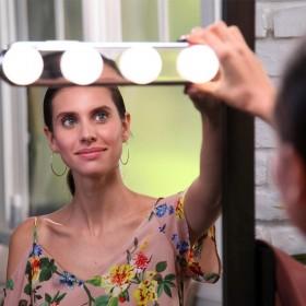 Focos bombilla en regleta decorativa para maquillarse
