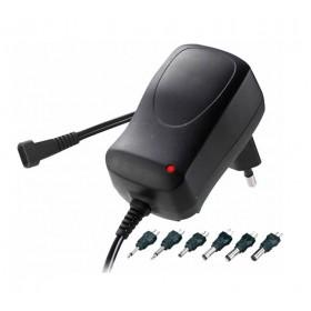 Adaptador 1500 mA con selector de voltaje de salida y diferentes clavijas